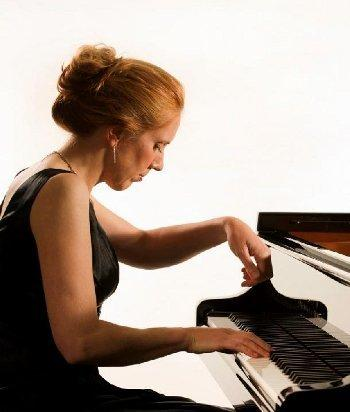 Pianist Sarah Beth Briggs is one of the top names gracing the second half of the Kendal Midday Concert Club 2019/2020 season, playing on Wednesday, January 22