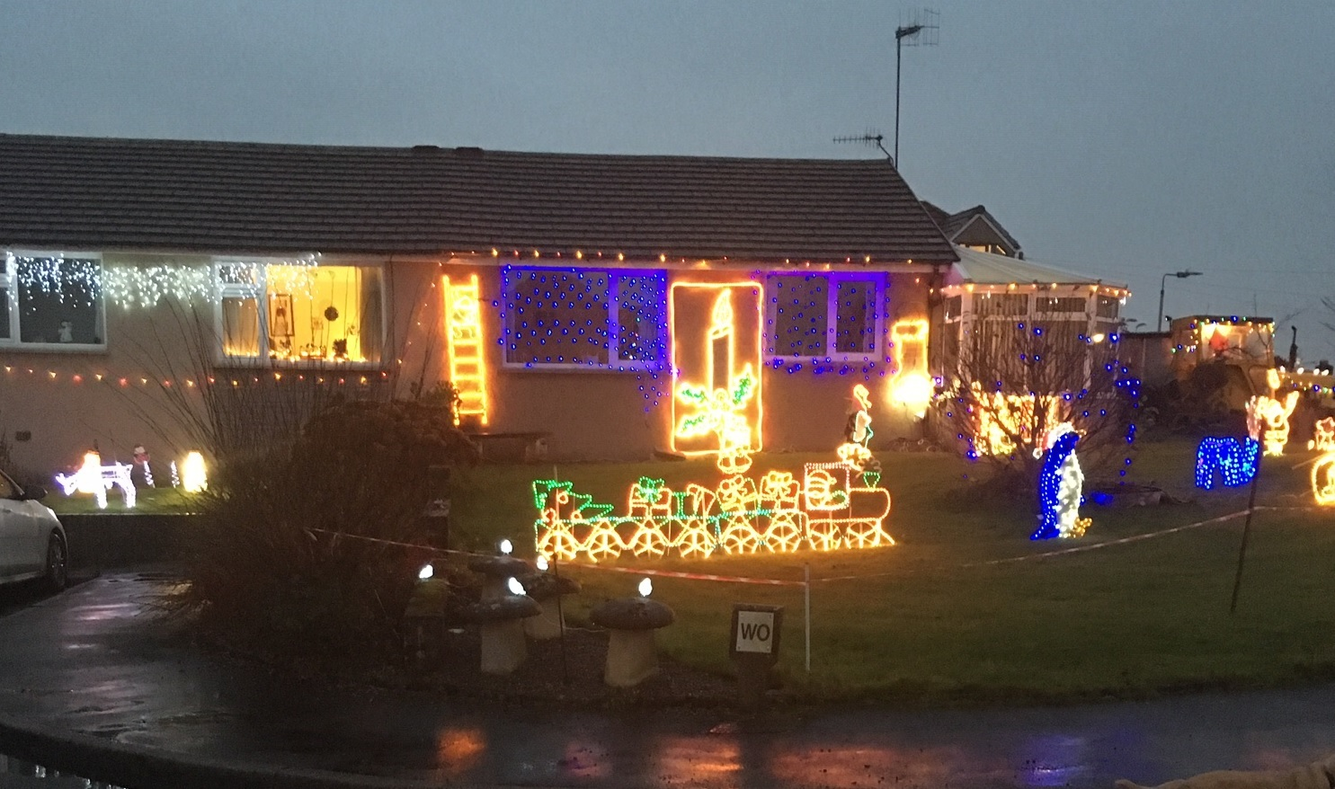 Wray Crescent Christmas lights raises more money than ever before