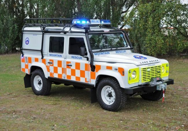© WARREN SMITH 2011SHOWS THE NEW LANDROVER DEFENDER..DONATED BY ROYALS WILLIAM & KATE & CONVERTED BY THE NORTH WALES POLICE FOR PATTERDALE MOUNTAIN RESCUE..SEE COPY. S511869.jpg.