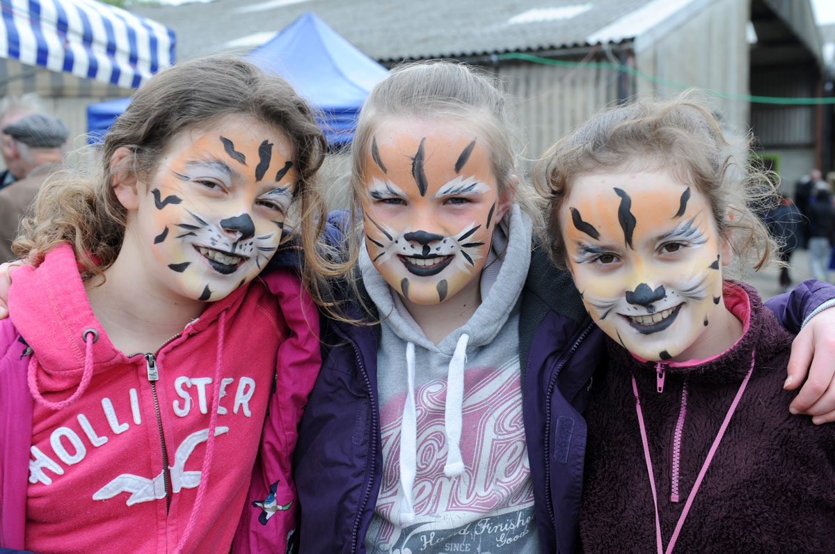 Maisie Jones, Sophie Richardson & Mimi Bleakley with painted faces