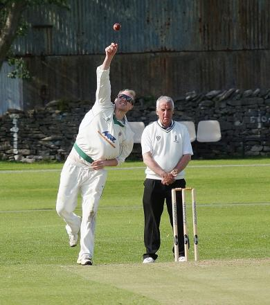 Kendal slip to defeat against reigning champions Leyland despite batting heroics of New Zealand pro Jamie How