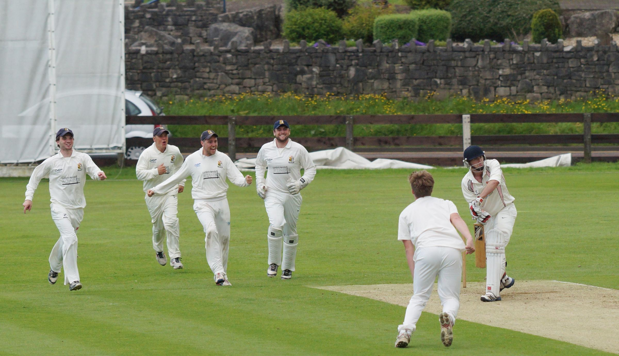 Early Netherfield bowling onslaught fails to stem Blackpool tide as Stanley Park outfit claim s