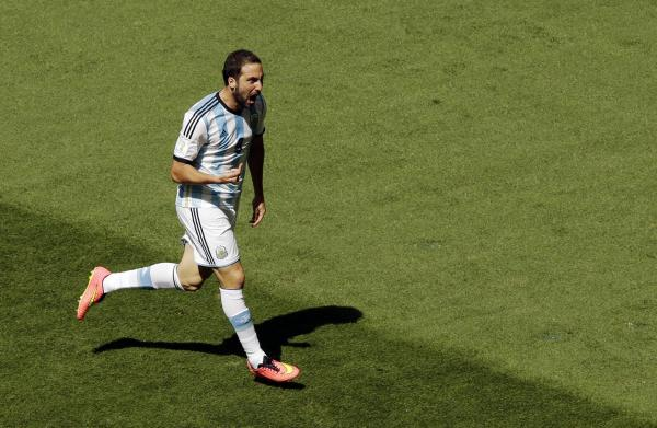 Argentina ease into World Cup semi-finals