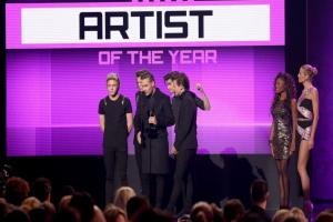 One Direction win artist of the year at American Music Awards