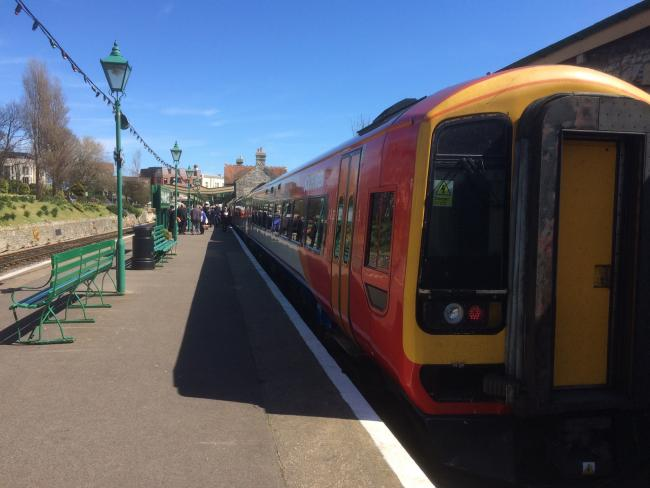 Broken down train causing delays between Oxenholme and Lancaster