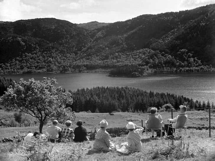 Sightseers at Thirlmere (Picture by Jospegh Hardman)