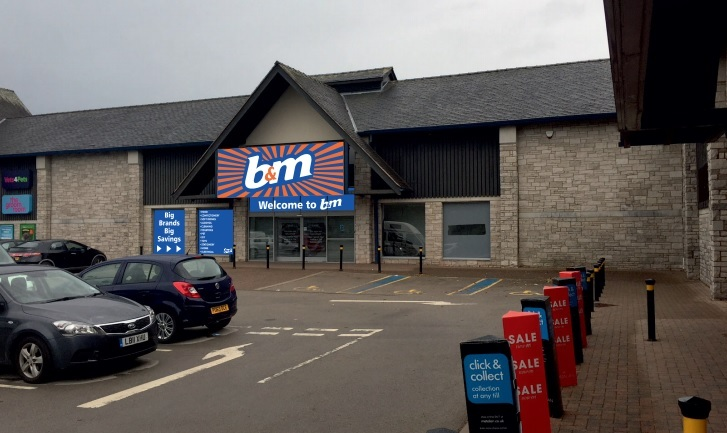 A mock-up of how the new B&M signs could look at Unit 6, South Lakeland Retail Park, Kendal (PICTURE: SLDC planning portal)