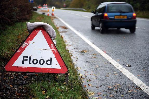 Lane shut on M6 Southbound due to flooding