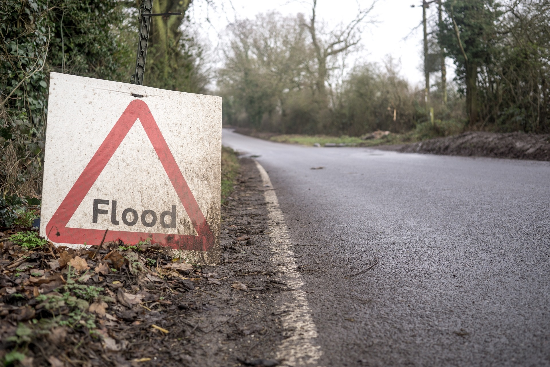 Flood sign - Image by Ben Newton from Pixabay