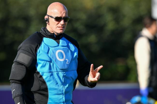 England defence coach John Mitchell has signed a new-year contract